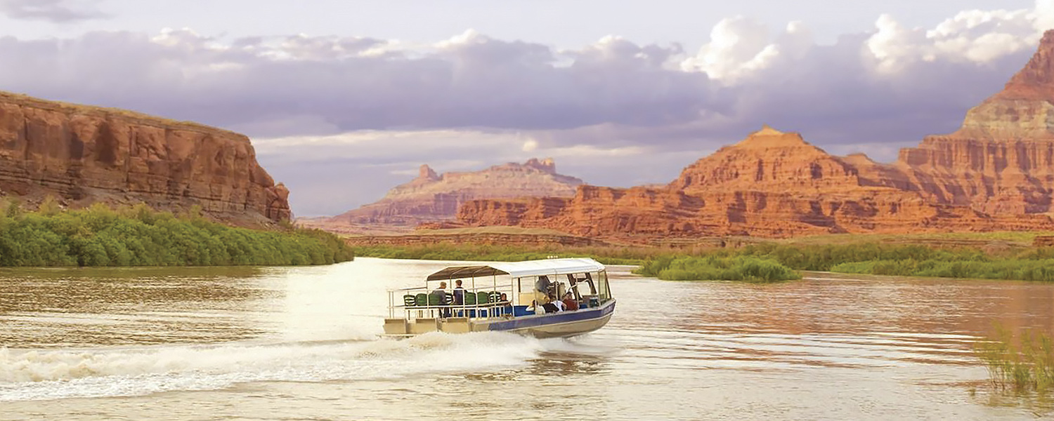 Sightseeing cruise at Canyonlands National Park